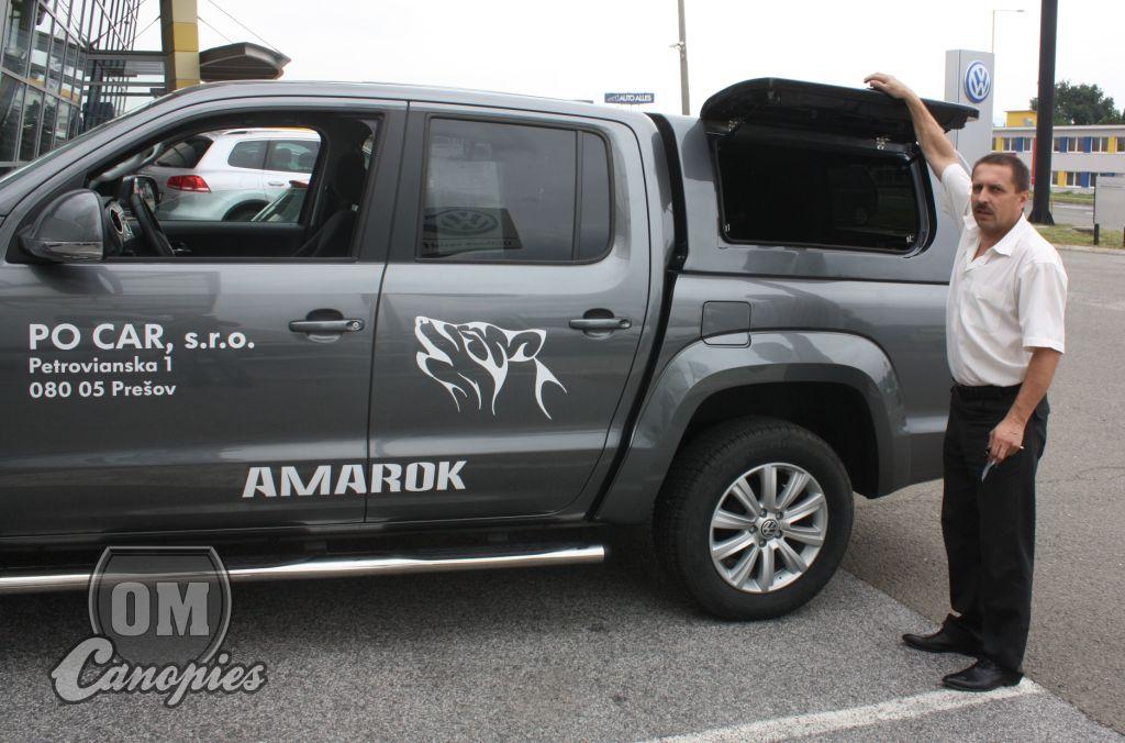 Výška odklopených boků od země je u Amaroka cca. 198 cm. Světlá výška zadního otevřeného okna hardtopu je cca. 190 cm. Pokud dovybavíme Amaroka terénními koly - pneumatikami, zvýší se tato světlá výška ještě cca. o 3 - 5 cm. Snížuje se naopak zatížením Amaroka nákladem.