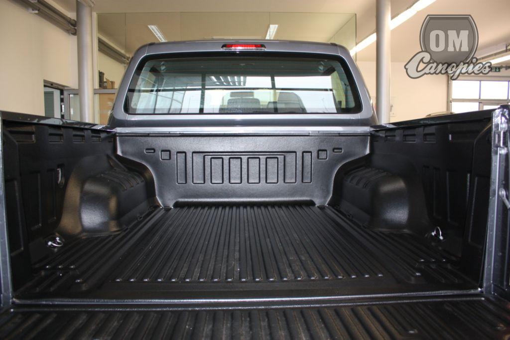 Plastová vana/Bed Liner ochrání korbu vozu i proti hrubému zacházení. I po letech užívání zůstane korba prakticky neporušená.